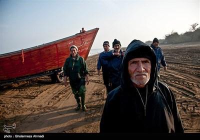 در گیلان چهار هزار صیاد در قالب 51 تعاونی صید (پره) به فعالیت مشغول هستند.