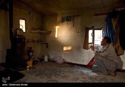 صیادان این منطقه بومی هستند و از این راه امرار معاش می کنند در سال شش ماه در کومه های صیادی زندگی می کنند و مشغول صیادی می شوند.