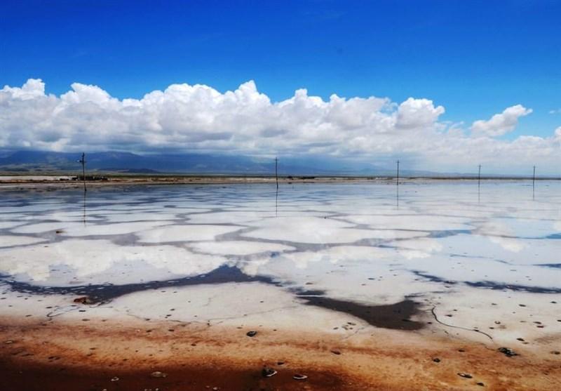 دریاچه نمک قم وارد بحرانیترین وضعیت خود شده است