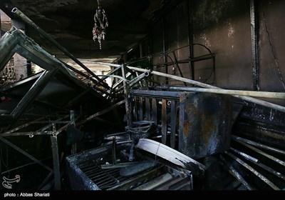 متأسفانه در پی آتشسوزی حسینیه خسارت زیادی وارد شده و تعدادی از کتلها، علمها و فرشهای حسینیه از بین رفتند.