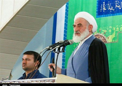 امام جمعه کاشان: با تفکر تکبرِ دشمن هیچگاه زیر بار مذاکره نمیرویم/شعارهای انقلاب تغییر نکرده است