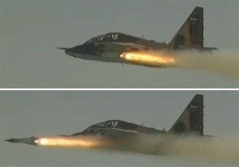 طائرة سوخوی 25 تابعة لحرس الثورة تختبر صاروخ بینا الموجه لیزریا
