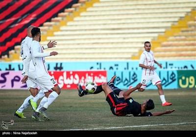 دیدار تیمهای فوتبال مشکی پوشان و سپید رود