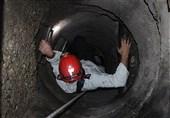 تصاویر/ تلاش آتشنشانان برای یافتن 2 کارگر در کانال زیرزمینی