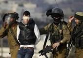 الکیان الصهیونی یعتقل 10 فلسطینیین فی الضفة الغربیة
