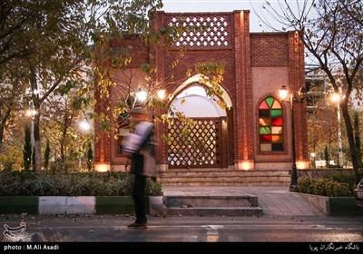 ورودی پارکی در خیابان اُزگل