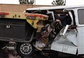 متلاشی شدن مینیبوس بر اثر تصادف با تریلی + تصاویر