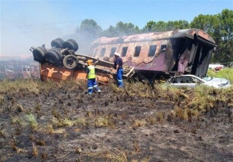 Four Dead as South African Train Crashes, Bursts into Flames