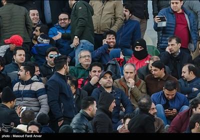 حضور مسعود پزشکیان نایب رئیس مجلس شورای اسلامی در بین هواداران تراکتورسازی