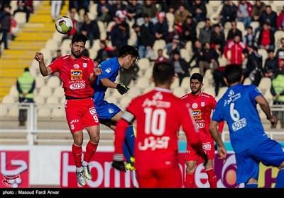 دیدار تیمهای فوتبال تراکتورسازی و استقلال - تبریز