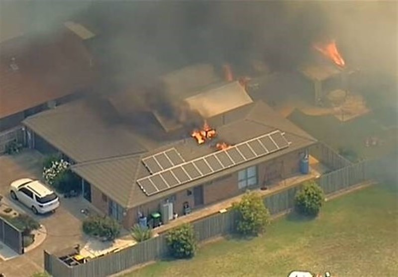 Bushfires Destroy Buildings in Australia as Heat Wave Melts Highway Surface