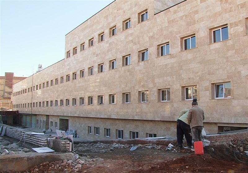 بیمارستان دهگلان در مسیر رودخانه ساخته شده است