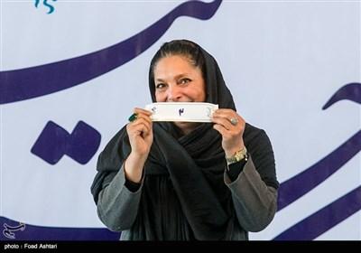 منیژه حکمت در مراسم قرعهکشی سیوششمین دوره جشنواره فیلم فجر