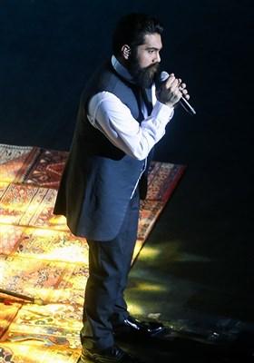 کنسرت علی زندوکیلی در اولین شب سیوسومین جشنواره موسیقی فجر