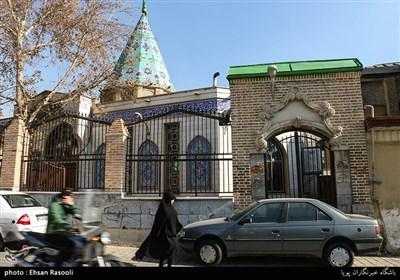 قدمت بنای آرامگاه امامزاده یحیی(ع) ۸۰۰ سال است و کتیبه آرامگاه جز قدیمی ترین خط نوشته ها در تهران است که به استناد متنی که در آن است در سال ۸۹۵ در زمان ملک شاه غازی نوشته شده است