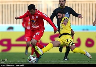 دیدار تیم های فوتبال نفت تهران و تراکتورسازی
