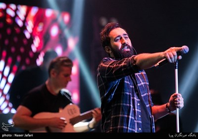 اجرای مهدی یراحی در دومین شب سیوسومین جشنواره موسیقی فجر- سالن ایرانیان