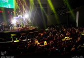 اجرای امید حاجیلی در دومین شب سیوسومین جشنواره موسیقی فجر- سالن ایرانیان