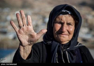 اهالی روستای ابراهیم آباد دامپرور و کشاورز هستند و برای خرید مایحتاج زندگی و رفتن به شهر معمولان مجبورند با گرگر به طرف دیگر رودخانه بروند و این امر گاه بهایی به ارزش انگشتانشان را می طلبد