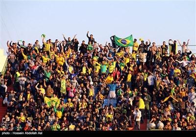 دیدار تیم های فوتبال صنعت نفت آبادان و پارس جنوبی جم - آبادان