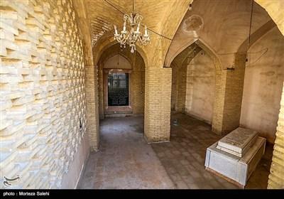 آرمگاه کمال الدین اسماعیل در محله جویباره اصفهان