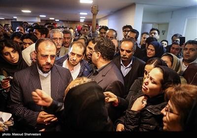 حضور حسینعلی امیری نماینده رییس جمهور در بین خانواده های جانباختگان کشتی سانچی