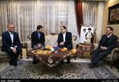 دیدار وزیر بهداشت با خانواده شهید طهرانی مقدم+عکس