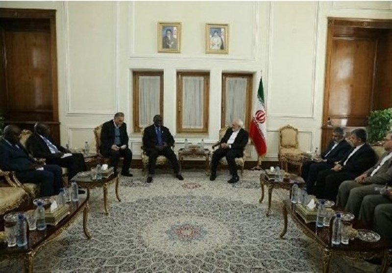 Zarif Calls for Closer Tehran-Dakar Ties
