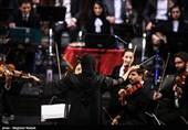 جشنواره موسیقی فجر| بانویی که ارکستر را رهبری کرد + فیلم و عکس