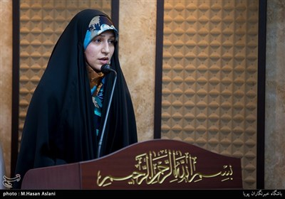شعرخوانی نفیسه سادات موسوی در رثای حضرت زهرا (س)+فیلم