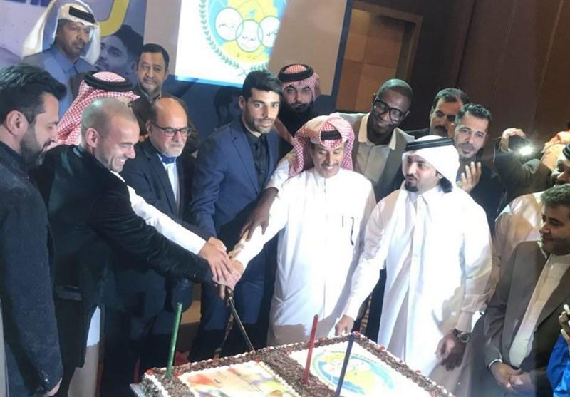 شوخی طارمی با دروازهبان قطری و بوسیدن پیراهن پرسپولیس در مراسم معارفه