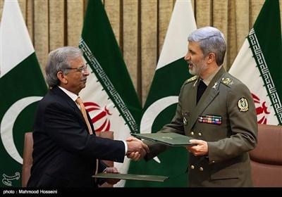 پاک ایران کے درمیان باہمی دفاعی تعاون کی یادداشت پر دستخط