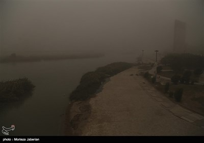 Dust Pollution Cripples Life in Southwestern Iran