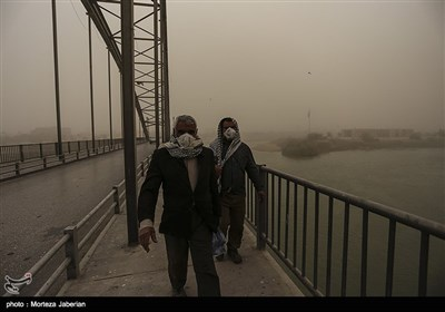 Dust Pollution Cripples Life in Southwestern Iran