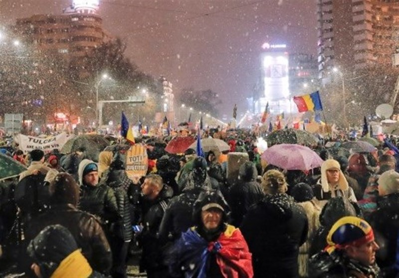 Romanians march towards Bucharest for anti-corruption protest