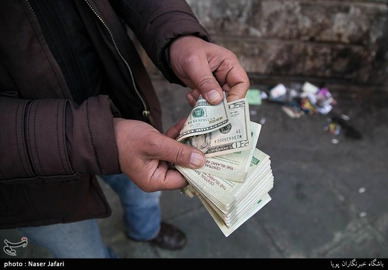 چه کسی دلار را گران کرد؟/ صرافها: بازار جمع شد اما دلار ارزان نشد