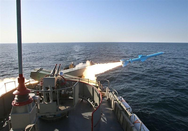 """موشک کروز قدیر؛ """"دستبزنِ 300 کیلومتری"""" نیروی دریایی ارتش در دریاها + عکس"""