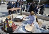 توزیع خوراکهای سنتی رایگان در نمایشگاه گردشگری/یک رمز پُخت در غذاهای ایرانی