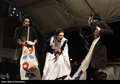 Street Performances Draw Attention in Fajr Theater Festival