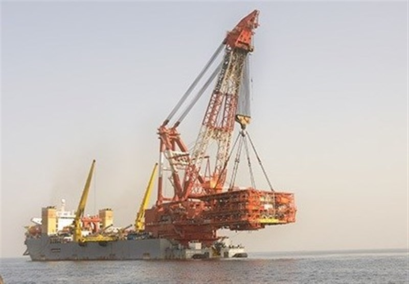 Huge Offshore Platform Held in Place in Iran's South Pars