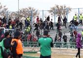 حاشیه بازی پیکان - پدیده حضور پرشور هواداران پدیده و سکونشینی بازیکن پیکان