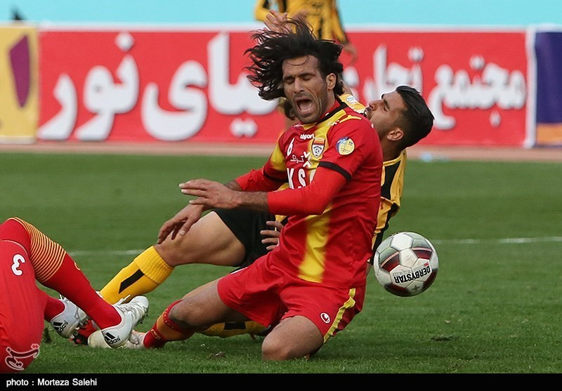 Iran Professional League: Foolad Held by 10-Man Sanat Naft