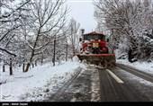 اسکان 25 مسافر گرفتار در برف و کولاک در پایگاه امداد و نجات هلالاحمر اهر