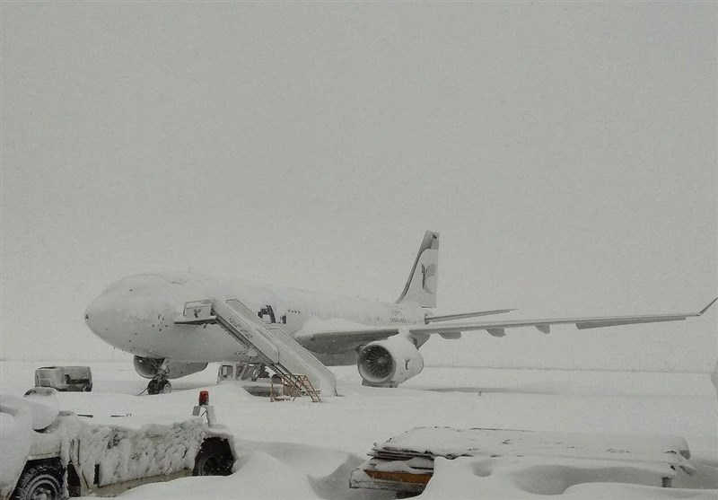Heavy Snow Blankets Iran, Shuts Tehran Airports