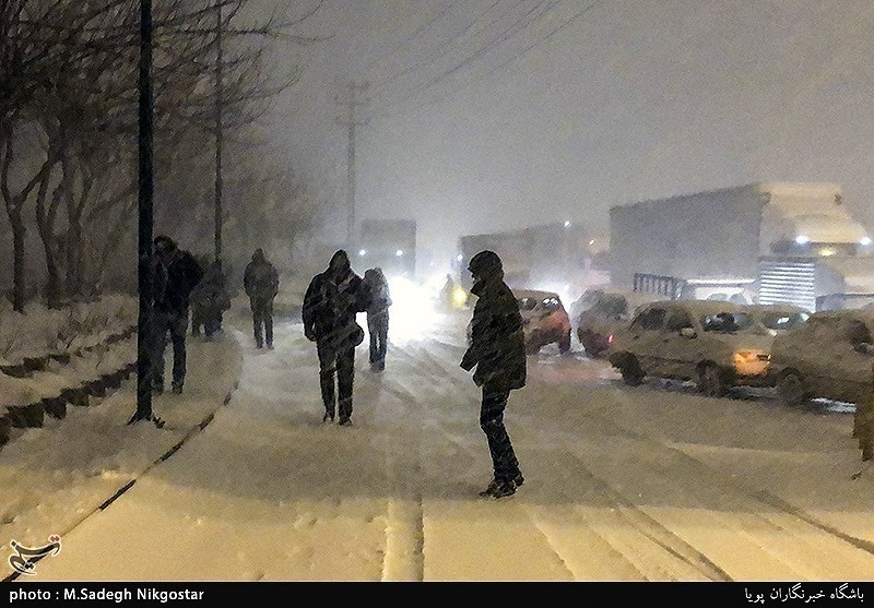 Heavy snowfall shuts down airport in Iran