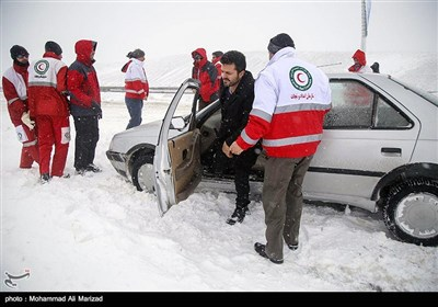امداد رسانی هلال احمر در اتوبان تهران - قم