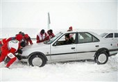 800 دستگاه خودروی گرفتار برف در محورهای مازندران نجات یافت