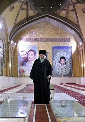 حضور مقام معظم رهبری بر سر مزار شهیدان باهنر و رجایی