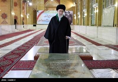 حضور مقام معظم رهبری بر سر مزار شهید بهشتی