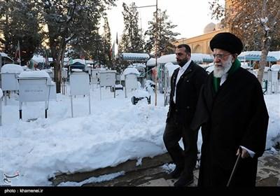 حضور مقام معظم رهبری در گلزار شهدای بهشت زهرا(س)